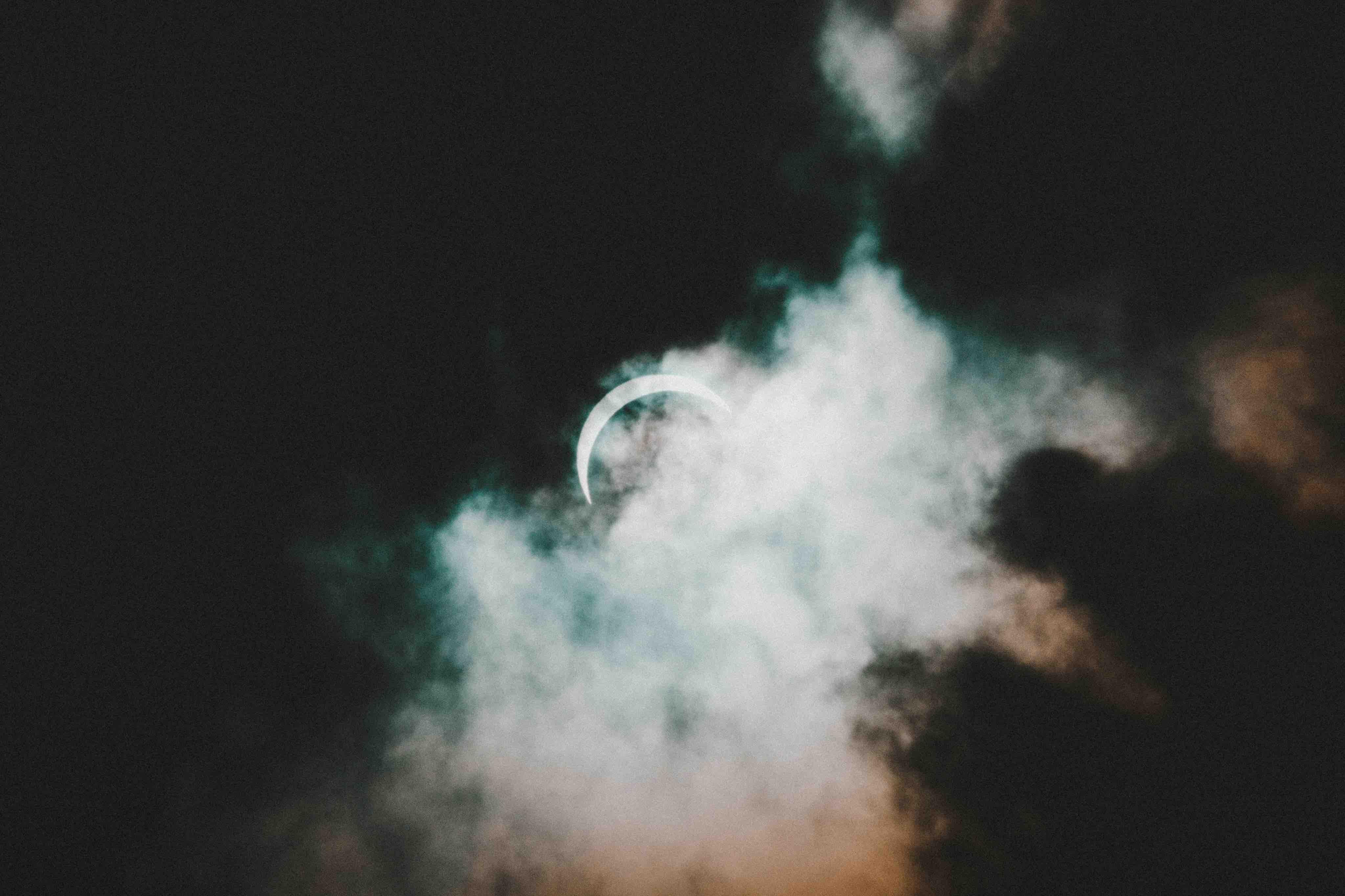 Luna nueva y eclipse solar en Cáncer: retorno a la matriz